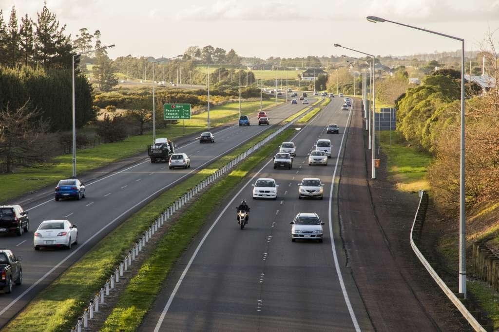 Auckland_Southern_Motorway_from_Drury_looking_north.JPG